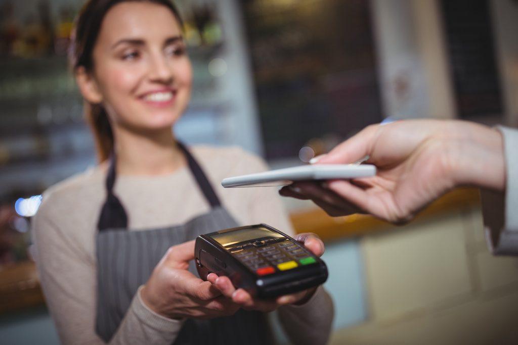 algemene pinautomaat betaling vrouw